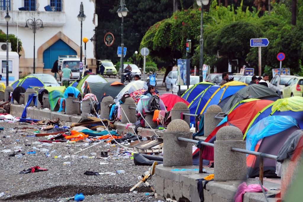 Die Wurfzelte, in denen ganze Familien in der Hafenstrasse von Kos
